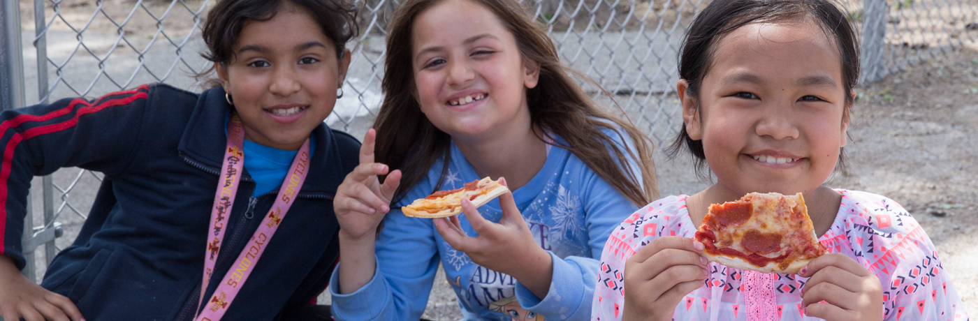 Moulton Elementary School Students Eating Pizza